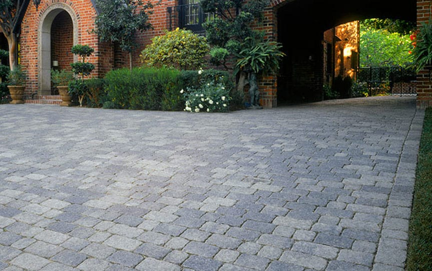 interlocking bricks driveway