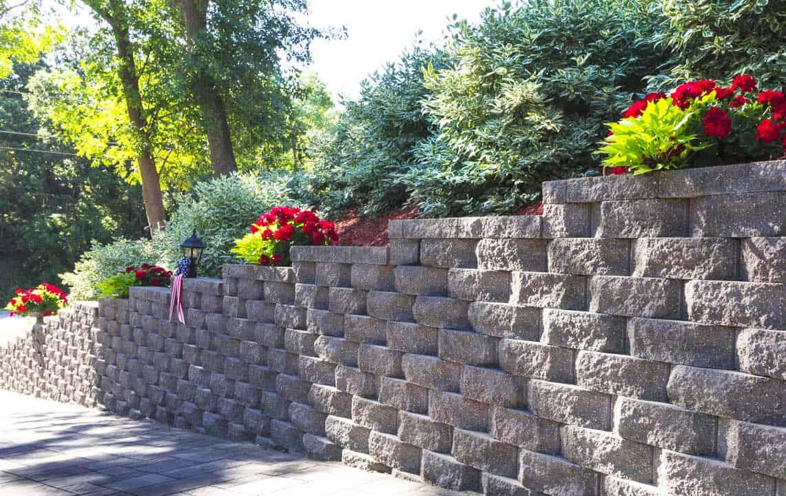 interlocking concrete retaining wall